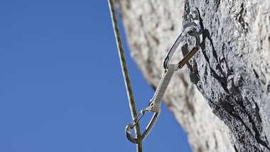 je-nach-verwendungszweck-werden-beim-klettern-unterschiedliche-seiltypen-verwendet-einfachseil-halbseil-und-zwillingsseil-